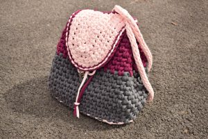 crochet easy backpack in 3 colors different sizes