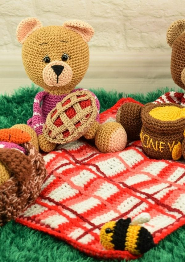 Jo and Joy- amigurumi bear family